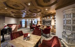 Edle Piano-Lounge im Hotel Peternhof (c) Hannes Niederkofler