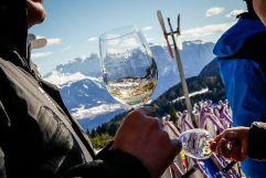 Ein Gläschen Wein in den Bergen (c) live-style.it - daniel mair (TV Klausen)