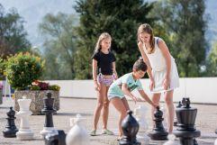 Eine Runde Schach mit der Familie (c) Angélica Morales (Silberregion Karwendel)