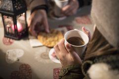 Eine Tasse Glühwein und Kekse zum Aufwärmen (c) IDM Suedtirol - Alex Filz (Olang)