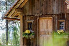 Eingangstür zur Waldkapelle im Sommer (Hotel Tann)