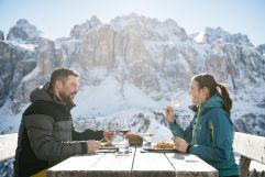 Einkehr beim Skifahren im Winter (c) IDM Südtirol (Hotel Sun Valley)
