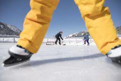 Eishockey spielen auf dem Eisplatz Schlucher-Treff (c) Liechtenstein Marketing (Hotel Gorfion Familotel)