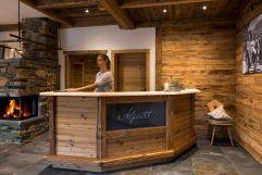 Empfang im Huigarte des Chaletdorfs (c) www.studiowaelder.com (Alpzitt Chalets)