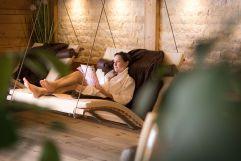 Entspannen im Wellnessbereich (c) Thomas Bloch (Parkhotel Burgmühle)