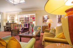 Entspannen in der eleganten Lobby (Hotel KAISERHOF Wien)