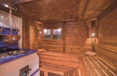 Entspannen in der urigen Stubensauna mit Kachelofen (Parkhotel Burgmühle)
