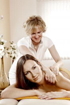 Entspannende Massage (Biohotel Castello Königsleiten)