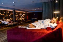 Entspannung im Ruheraum (c) DEJORI WERNER (Hotel Granbaita Dolomites)