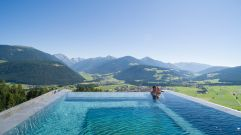 Erholsame Stunden zu zweit im Skypool (Alpin Panorama Hotel Hubertus)