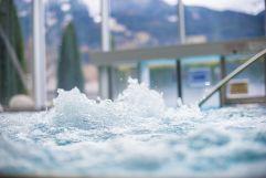 Erholung im Whirlpool (IMPULS HOTEL TIROL)