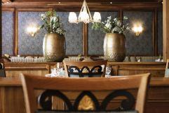 Exklusive Dokorationen in der Paznaunerstube (c) Die West Werbeagentur (Gourmet & Relax Resort Trofana Royal SUPERIOR)