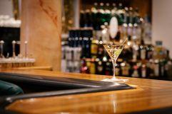 Exklusive Drinks an der Bar genießen (c) Die West Werbeagentur (Trofana Royal)