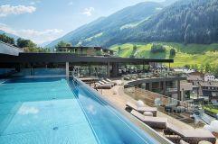 Exklusiver Pool der Skylounge (Wellnessresort Amonti & Lunaris)
