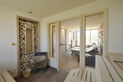 Exklusiver Saunabereich mit hellen Ruheräumen (Gut Edermann)