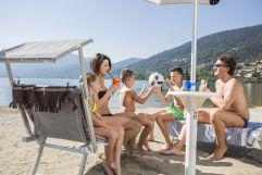 Familie am Strand des Caldonazzosees (c) Federico Modica (TVB Valsugana Lagorai)