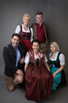 Familie Aster (c) Chaletdorf Prechtlgut