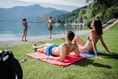Familie beim Entspannen am See (c) Giacomo Podetti (TVB Valsugana Lagorai)