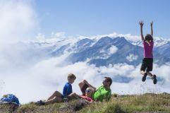 Familie beim Wandern auf dem Wildkogel (Wanderhotel Gassner)