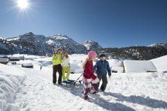 Familie beim Wintersport in Olang © TVB Kronplatz - Photo Helmuth Rier