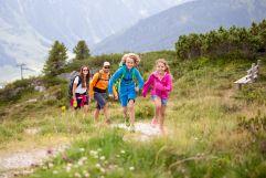 Familienwanderung in den Bergen (c) RB Dittrich (Castello Königsleiten)