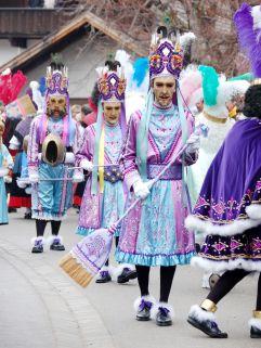 Farbenfrohe Gewänder beim Schellerlaufen in  Nassereith (c) Fasnachtskomitee Nassereith (Imst Tourismus)