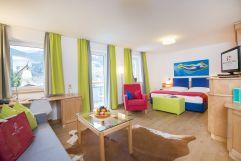 Farbenfrohes Doppelzimmer (IMPULS HOTEL TIROL)