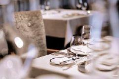 Festlich gedeckte Tische im Restaurant (c) Die West Werbeagentur  (Gourmet & Relax Resort Trofana Royal SUPERIOR)