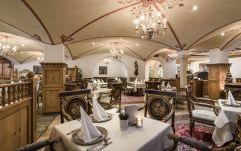 Festlich dekoriertes Restaurant des Hotel Peternhof (c) Hannes Niederkofler