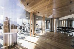 Fitness- und Gymnastikraum mit Geräten und Trainingsmöglichkeiten (Alpin Panorama Hotel Hubertus)