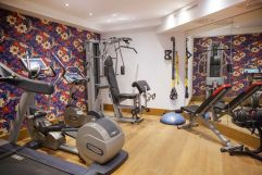 Fitnessraum mit modernen Geräten (c) Johanna Gunnberg (VALLUGA Hotel)