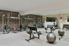 Fitnessraum mit Spiegelfront (Trofana Royal)