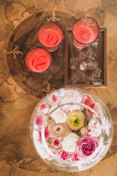 Frische Getränke mit Rosen (Hotel Ansitz Golserhof)
