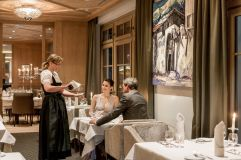 Gäste speisen im Restaurant des Hotels Hochfirst (c) Alexander Maria Lohmann