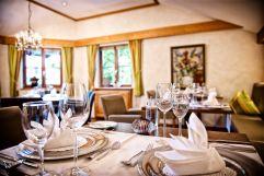 Gedeck der Tische im Galerierestaurant (c) Heimplätzer Werbefotografie (Concordia Wellnesshotel & Spa)