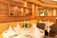 Gedeckte Tische im Restaurant (c) Sascha Duffner (Hotel Jagdhof)