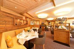 Gedeckte Tische im Restaurantbereich (c) Werbewind Sascha Duffner (Hotel Jagdhof)