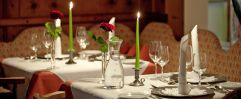 gedeckter Tisch für Abendessen (IMPULS HOTEL TIROL)