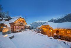 Gemütliche Atmosphäre inmitten der weihnachtlichen Chalets (c) Franz Reifmüller (Naturdorf Oberkühnreit)
