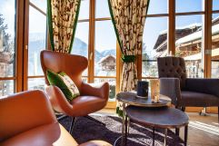 Gemütliche Leseecke mit Panoramafenster (Wanderhotel Gassner)
