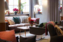 Gemütliche Sitzecke läd zum Entspannen ein (c) Johanna Gunnberg (VALLUGA Hotel)