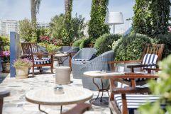 Gemütliche Sitzplätze im Aussenbereich (Hotel Portixol)