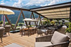 Gemütliche Terrasse mit Blick auf die Berge (c) Daniel Breuer (Wanderhotel Gassner)