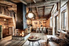 Gemütlicher Wohnbereich mit Kamin im Bergdorf Prechtlgut