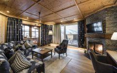 Gemütlicher Wohnraum der Suite Wilder Kaiser im Hotel Peternhof (c) Hannes Niederkofler