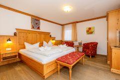 Gemütliches Doppelbett im Rupertihof (Ruperti Hotels)