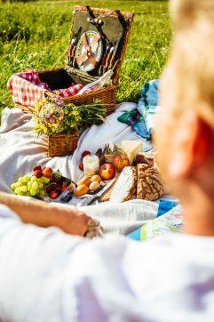 Gemütliches Picknick im Grünen (c) RB Dittrich (Castello Königsleiten)