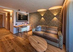 Gemütliches Wohnzimmer im Studio XL (Alpinhotel Berghaus)