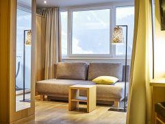 Genießer-Doppelzimmer Sonnahöldere mit tollem Bergblick (c) Michael Gunz (Genuss und Aktivhotel Sonnenburg - Kleinwalsertal Hotels)