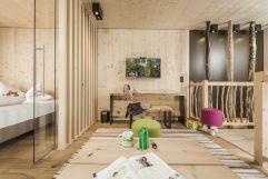 Geräumiger Bereich zum Spielen in der Baumhaus -Suite (c) Jan Hanser mood photography (alpina zillertal)